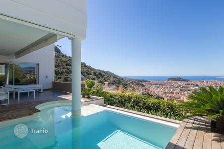3 bedroom houses for sale in Côte d'Azur (French Riviera). Contemporary 190 m² villa, pool and panoramic sea view