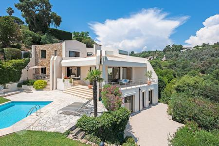 4 bedroom villas and houses to rent in Cannes. Stunning contemporary villa Super Cannes