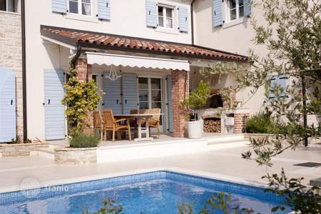 Coastal houses for sale in Porec. House