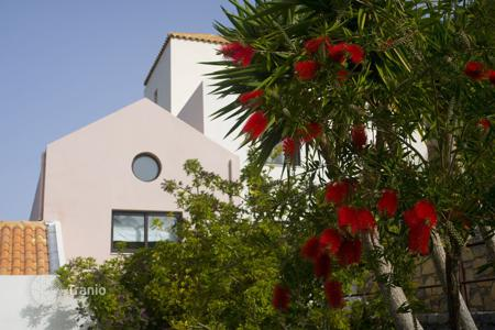 3 bedroom villas and houses by the sea to rent in Agios Nikolaos. Villa – Agios Nikolaos, Crete, Greece