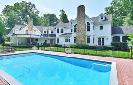 Houses with pools for sale in North America. Three-storey house with swimming pool, lounge area and garage in Franklin Lakes, New Jersey