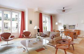 Luxury 2 bedroom apartments for sale in Ile-de-France. Paris 7th District – An over 140 m² apartment in mint condition