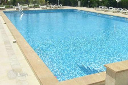 Apartments with pools for sale in Bulgaria. Apartment – Sunny Beach, Burgas, Bulgaria