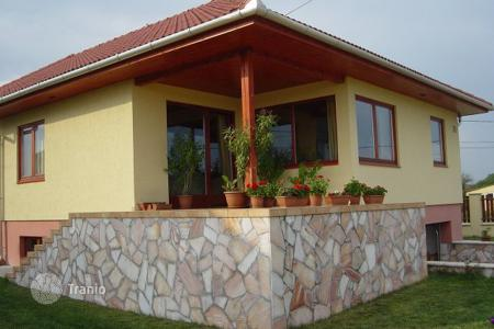 Property for sale in Újbarok. Detached house – Újbarok, Fejer, Hungary
