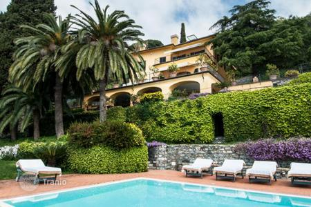 Luxury houses with pools for sale in Liguria. Amazing villa located on a hill with panoramic views of the sea in Liguria