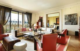Luxury 5 bedroom apartments for sale in France. Paris 16th District – Between Trocadero and the Bois de Boulogne