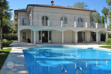Luxury property for sale in Italy. Villa – Forte dei Marmi, Tuscany, Italy