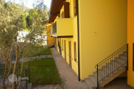 Apartments with pools for sale in Lake Garda. Apartment – Toscolano Maderno, Lombardy, Italy