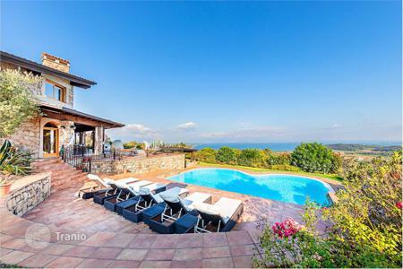 купить дом италия на берегу моря