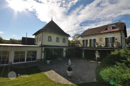 Houses with pools for sale in Austria. Villa – Vienna, Austria