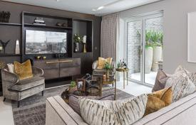 Luxury apartments for sale overseas. Spacious duplex penthouse with a terrace in a residence with a gym, a parking, a concierge and gardens, London, UK