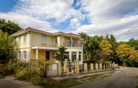 Houses with pools for sale in Prague. Villa – Prague, Czech Republic
