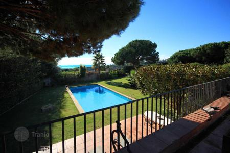 Luxury 6 bedroom houses for sale in Catalonia. Detached property with sea views in Sant Vicenç de Montalt