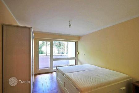 Commercial property for sale in Germany. Profitable apartment with parking space in the house with pool in Munich, West Schwabing, close to the Olympiapark. High rental potential
