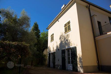 Residential for sale in Genoa. Villa in Genoa, a few walking minutes from the sea