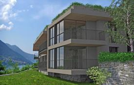 Coastal townhouses for sale in Lake Como. Modern townhouse with a private garden and a lake view in a residence with a swimming pool and a parking, Carate Urio, Italy