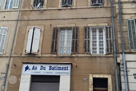 Cheap commercial property in Marseille. Lovely 4 leveled building for investor