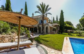 Houses with pools for sale in Altea. Two-level villa with a terrace and a parking space close to the golf course, Las Ramblas, Alicante
