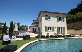 6 bedroom villas and houses to rent in Provence - Alpes - Cote d'Azur. Villa – Provence — Alpes — Cote d'Azur, France