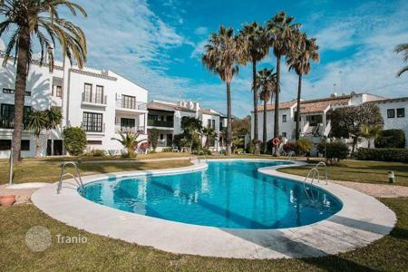 Residential for sale in Andalusia. Penthouse with a terrace and spectacular views of the mountains and the city in Nueva Andalucia, Marbella