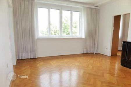 Cheap property for sale in Hietzing. Renovated one-bedroom apartment in Hietzing, Vienna 's 13th district