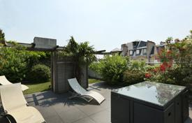 4 bedroom apartments for sale in Neuilly-sur-Seine. Neuilly-sur-Seine. A family apartment with the feel of a rooftop house