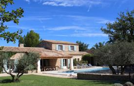 Gordes — Beautiful stone house with pool. Price on request