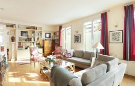 Property for sale in Ile-de-France. Paris 16th District – An apartment surrounded by a near 90 m² garden