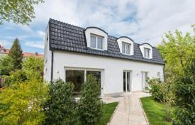 5 bedroom houses for sale in Germany. Spacious cottage with a terrace, a garden and a sauna, near the park, Munich, Bavaria, Germany