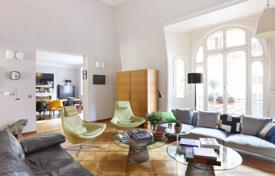 Luxury 5 bedroom apartments for sale in France. Paris 17th District – A near 160 m² duplex apartment