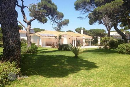 Luxury 4 bedroom houses for sale in Greece. Single storey villa in the first line in Attica