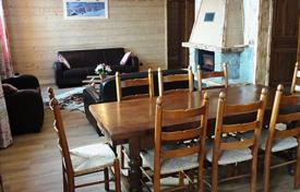 Property to rent in Huez. Charming chalet 200 m from the ski school in Alp d'Huez, French Alps, France