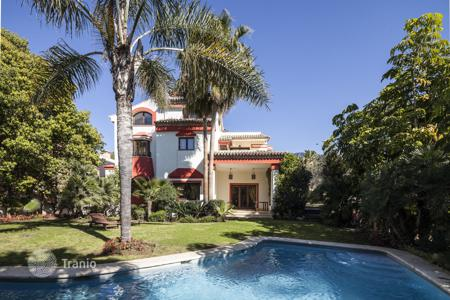 Coastal houses for sale in Malaga. Gorgeous Villa in Altos de Puente Romano, Marbella Golden Mile