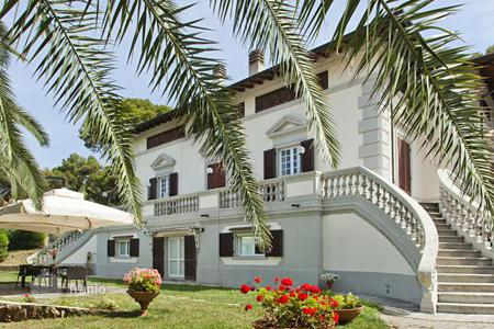 Luxury houses for sale in Tuscany. Villa in Art Nouveau style with a swimming pool, on the beach in Castiglioncello
