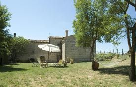 4 bedroom houses for sale in Tuscany. Prestigious and fascinating portion of a farmhouse for sale, in a beautiful village on the outskirts of Sarteano