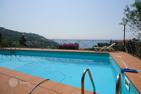 Houses with pools for sale in Ospedaletti. Sea view villa for sale in Ospedaletti
