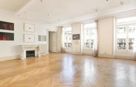 Luxury 5 bedroom apartments for sale in France. Paris 8th District – An over 250 m² floor through apartment