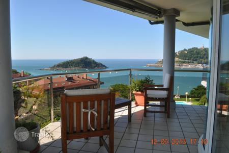 Luxury property for sale in Basque Country. First line to the sea, in the best urbanization in all San Sebastian, with nice and big gardens and private swimming pool