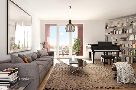 5 bedroom apartments for sale in Kreuzberg. Two-level penthouse with 5 bedrooms and a roof terrace in the new building, district Schöneberg, Berlin