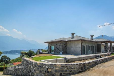 Luxury houses with pools for sale in Lombardy. Villa – Lake Como, Lombardy, Italy