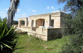Houses with pools by the sea for sale in Apulia. Villa with sea view, Salve, Italy