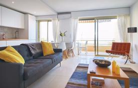 Apartments with pools by the sea for sale in France. Renovated apartment with a terrace and sea views in a residence with a swimming pool and a parking, close to the beach, Cannes, France