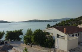 Coastal residential for sale in Rogoznica. House first line in Rogoznica