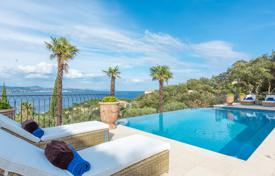 Coastal houses for sale in Côte d'Azur (French Riviera). Close to Saint-Tropez — Splendid neo-provencal villa with sea view