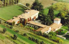 Property for sale in Paderno Franciacorta. Historic mansion with gardens and a private plot near the lake, Franciacorta, Italy