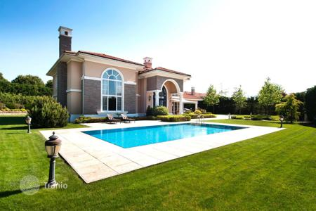 Luxury houses with pools for sale in Western Asia. Comfortable villa with a garden, swimming pool, pond and lake view, Istanbul, Turkey