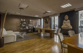 4 bedroom apartments for sale in Barcelona. Spacious apartment with three balconies and a gallery in a historic building in the city center, Barcelona, Spain