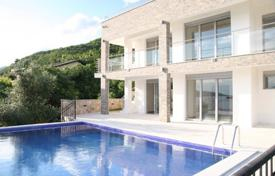 Houses with pools by the sea for sale in Kumbor. Villa in quiet neighborhood with panoramic bay view