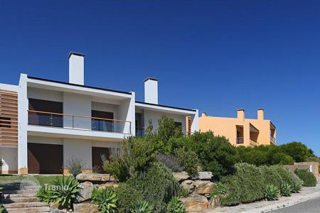 4 bedroom houses for sale in Cascais. Villa overlooking the Atlantic Ocean in a condominium, in the picturesque Sintra-Cascais Natural Park, the village of Marinha Guincho