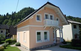This is a lovely, sweet cottage in the centre of Bled yet in a quiet street for 375,000 €